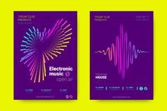 Αφίσες μουσικής με τις γραμμές και τη διαστρέβλωση κυμάτων ελεύθερη απεικόνιση δικαιώματος