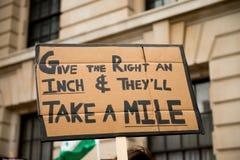 Αφίσσα - διαδήλωση διαμαρτυρίας - Λονδίνο Στοκ φωτογραφία με δικαίωμα ελεύθερης χρήσης