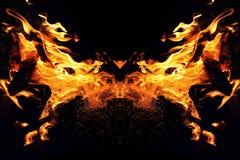 Αφαίρεση, καίγοντας πυρκαγιά με τους σπινθήρες Μυστικός τύπος κεφαλιού πεταλούδων ή γατών στοκ εικόνες