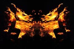 Αφαίρεση, καίγοντας πυρκαγιά με τους σπινθήρες Μυστικός τύπος πεταλούδας ή ζωικού κεφαλιού στοκ φωτογραφίες