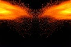Αφαίρεση, καίγοντας πυρκαγιά με τους σπινθήρες Μυστικό πρωτότυπο με τα σχέδια για το υπόβαθρο Οριζόντια αντανάκλαση στοκ εικόνα με δικαίωμα ελεύθερης χρήσης