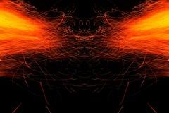 Αφαίρεση, καίγοντας πυρκαγιά με τους σπινθήρες Μυστικό πρωτότυπο με τα σχέδια για το υπόβαθρο Οριζόντια αντανάκλαση στοκ εικόνα