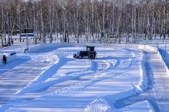 Αφαίρεση του χιονιού από την πίσσα Στοκ φωτογραφίες με δικαίωμα ελεύθερης χρήσης