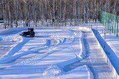 Αφαίρεση του χιονιού από την πίσσα Στοκ Εικόνα