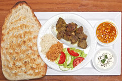 Αφγανικό ψημένο στη σχάρα αρνί με το ψωμί Naan Στοκ Εικόνα