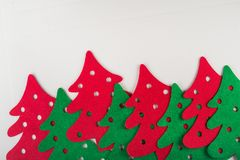 αφηρημένα κόκκινα και πράσινα χριστουγεννιάτικα δέντρα Στοκ Εικόνες
