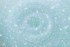 αφηρημένα μπλε snowflakes ανασκόπησης Στοκ Φωτογραφίες