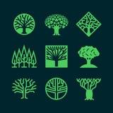 Αφηρημένα πράσινα λογότυπα δέντρων Δημιουργικά δασικά διανυσματικά διακριτικά eco Στοκ εικόνα με δικαίωμα ελεύθερης χρήσης