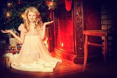 Αφηρημένες ανασκοπήσεις φαντασίας με το μαγικό βιβλίο Στοκ φωτογραφίες με δικαίωμα ελεύθερης χρήσης