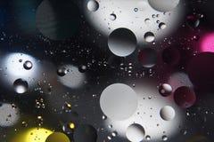 Αφηρημένες πτώσεις φωτογραφίας του πετρελαίου στο νερό Στοκ Εικόνες