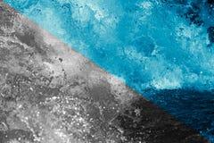 αφηρημένη ανασκόπηση Τραχύ νερό με τους παφλασμούς Στοκ εικόνα με δικαίωμα ελεύθερης χρήσης