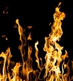 αφηρημένη ανασκόπηση Φλόγες πυρκαγιάς σε μια μαύρη ανασκόπηση Στοκ Φωτογραφίες