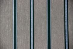 Αφηρημένη γκρίζα υπόβαθρο ή σύσταση με τα κάθετα λωρίδες των διαφορετικών χρωμάτων Γκρίζο υπόβαθρο με τα κάθετα λωρίδες του χρώμα στοκ φωτογραφία