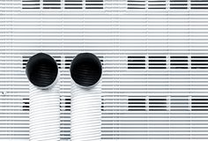 Αφηρημένη εικόνα αρχιτεκτονικής με δύο σωλήνες εξαερισμού Στοκ φωτογραφία με δικαίωμα ελεύθερης χρήσης