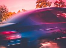Αφηρημένη εικόνα θαμπάδων κινήσεων ενός γρήγορα οδηγώντας αυτοκινήτου - Στοκ Φωτογραφίες