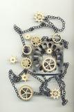 Αφηρημένη εικόνα με τα εργαλεία, την αλυσίδα και ένα αντικείμενο μετάλλων Στοκ εικόνα με δικαίωμα ελεύθερης χρήσης