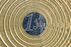 Αφηρημένη εικόνα νομισμάτων ενός ευρώ ως οικονομικό σύμβολο Στοκ φωτογραφία με δικαίωμα ελεύθερης χρήσης