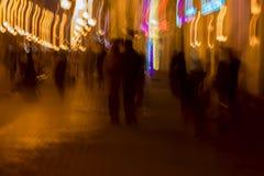 Αφηρημένη εκλεκτής ποιότητας κίνηση τόνου Εικόνα θαμπάδων της μελαχροινών οδού, του κοριτσιού και του τύπου που περπατούν κατά μή Στοκ φωτογραφίες με δικαίωμα ελεύθερης χρήσης