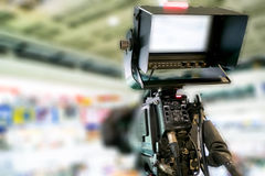 Αφηρημένη επαγγελματική κάμερα θαμπάδων στη ζωντανή τηλεόραση Στοκ εικόνες με δικαίωμα ελεύθερης χρήσης