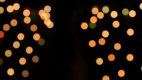 Αφηρημένη θαμπάδα με να αναβοσβήσει bokeh τα φωτεινά φω'τα κομμάτων κίνηση αργή φιλμ μικρού μήκους