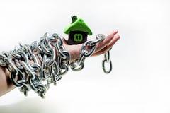 Αφηρημένη ιδέα της ιδιοκτησίας και των πιστώσεων Προβλήματα με την ιδιοκτησία, σπίτι, χρήματα Στοκ εικόνες με δικαίωμα ελεύθερης χρήσης