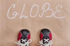 Αφηρημένη λέξη σφαιρών, έγγραφο υποβάθρου, πάνινα παπούτσια μωρών Στοκ φωτογραφίες με δικαίωμα ελεύθερης χρήσης