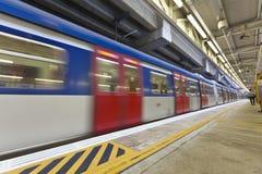 Αφηρημένη μετακίνηση του τραίνου, θολωμένη κίνηση. Στοκ Φωτογραφία