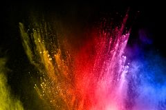 Αφηρημένη πολύχρωμη έκρηξη σκόνης στο μαύρο υπόβαθρο Στοκ φωτογραφίες με δικαίωμα ελεύθερης χρήσης