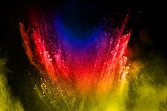 Αφηρημένη πολύχρωμη έκρηξη σκόνης στο μαύρο υπόβαθρο Στοκ Εικόνα