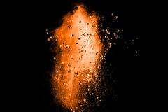 Αφηρημένη πορτοκαλιά έκρηξη σκονών στο μαύρο υπόβαθρο Στοκ Φωτογραφία