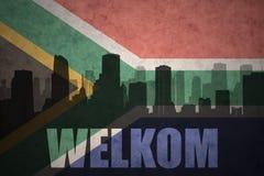 Αφηρημένη σκιαγραφία της πόλης με το κείμενο Welkom στην εκλεκτής ποιότητας σημαία της Νότιας Αφρικής Στοκ εικόνα με δικαίωμα ελεύθερης χρήσης