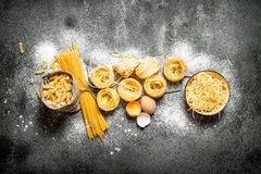 αφηρημένη σύσταση ζυμαρικών τροφίμων ανασκόπησης Μαγείρεμα των διαφορετικών τύπων ζυμαρικών Στοκ Εικόνα
