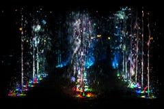 Αφηρημένη τέχνη από το νερό πηγών με το φως των οδηγήσεων Στοκ Εικόνα