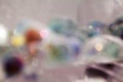 Αφηρημένη υποβρύχια σύνθεση με τις ζωηρόχρωμες σφαίρες γυαλιού Στοκ Εικόνες