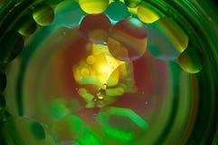 Αφηρημένη φωτογραφία που χρησιμοποιεί το μίγμα ελαίου και νερού Κλείστε επάνω την αφηρημένη φωτογραφία Στοκ φωτογραφίες με δικαίωμα ελεύθερης χρήσης