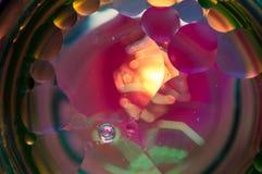 Αφηρημένη φωτογραφία που χρησιμοποιεί το μίγμα ελαίου και νερού Κλείστε επάνω την αφηρημένη φωτογραφία Στοκ φωτογραφία με δικαίωμα ελεύθερης χρήσης