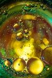 Αφηρημένη φωτογραφία που χρησιμοποιεί το μίγμα ελαίου και νερού Κλείστε επάνω την αφηρημένη φωτογραφία Στοκ εικόνες με δικαίωμα ελεύθερης χρήσης