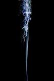 Αφηρημένοι μπλε στρόβιλοι καπνού πέρα από το μαύρο υπόβαθρο Στοκ Εικόνες