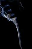 Αφηρημένος άσπρος μπλε καπνός από τα αρωματικά ραβδιά Στοκ φωτογραφία με δικαίωμα ελεύθερης χρήσης