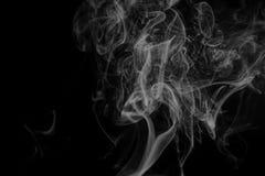 Αφηρημένος γκρίζος καπνός από τα ραβδιά θυμιάματος Στοκ Φωτογραφία