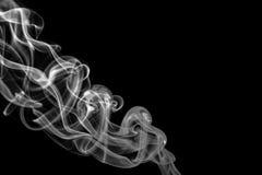 Αφηρημένος γκρίζος καπνός από τα ραβδιά θυμιάματος Στοκ εικόνες με δικαίωμα ελεύθερης χρήσης