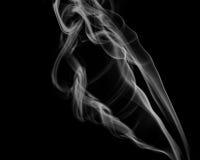 Αφηρημένος γκρίζος καπνός από τα ραβδιά θυμιάματος Στοκ εικόνα με δικαίωμα ελεύθερης χρήσης