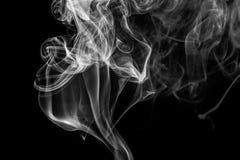 Αφηρημένος γκρίζος καπνός από τα ραβδιά θυμιάματος Στοκ Εικόνες
