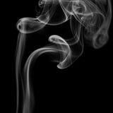 Αφηρημένος γκρίζος καπνός από τα ραβδιά θυμιάματος Στοκ Φωτογραφίες