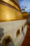 Αφηρημένος διαγώνιος χρυσός μετάλλων της Ταϊλάνδης Μπανγκόκ στο άλογο Στοκ Εικόνα