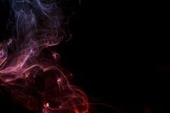 Αφηρημένος ιώδης μπλε καπνός από τα αρωματικά ραβδιά Στοκ Εικόνα