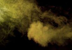 Αφηρημένος καπνός σε ένα σκοτεινό υπόβαθρο Στοκ Φωτογραφίες