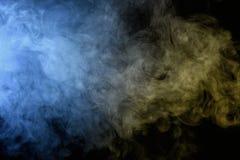 Αφηρημένος καπνός σε ένα σκοτεινό υπόβαθρο Στοκ Φωτογραφία