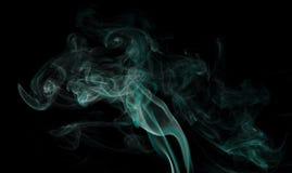 Αφηρημένος καπνός στο μαύρο υπόβαθρο Στοκ φωτογραφίες με δικαίωμα ελεύθερης χρήσης