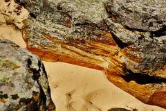 αφηρημένος καφετής χρωμάτων τραβερτίνης επιφάνειας πετρών προτύπων κοκκινωπός Στοκ εικόνα με δικαίωμα ελεύθερης χρήσης
